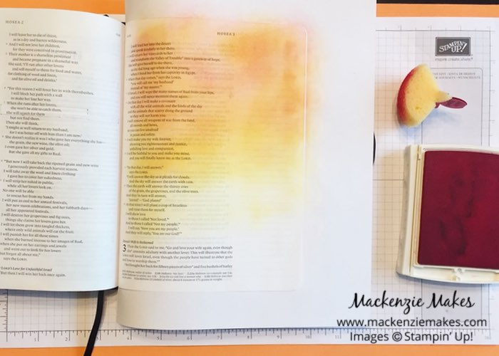 Sponged Background Technique – Click through to learn how to sponge ink on the pages of your journaling Bible. | #mackenziemakes #biblejournaling #stampinup | www.mackenziemakes.com